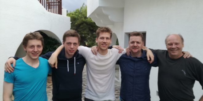 Føroyska talvlandsliðið er komið til Kreta. F.v. Høgni Egilstoft Nielsen, Rógvi Egilstoft Nielsen, Helgi Dam Ziska, John Arni Nilssen og John Rødgård.